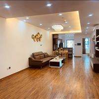 Bán căn hộ 3 ngủ mặt đường Nguyễn Tuân giá 30 triệu/m2, căn góc 122m2 tầng 19, đã có sổ hồng