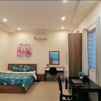 Cho thuê căn hộ dịch vụ Quận 1 - Đối diện công viên Lê Văn Tám, ban công rộng rãi giá chỉ 7 triệu