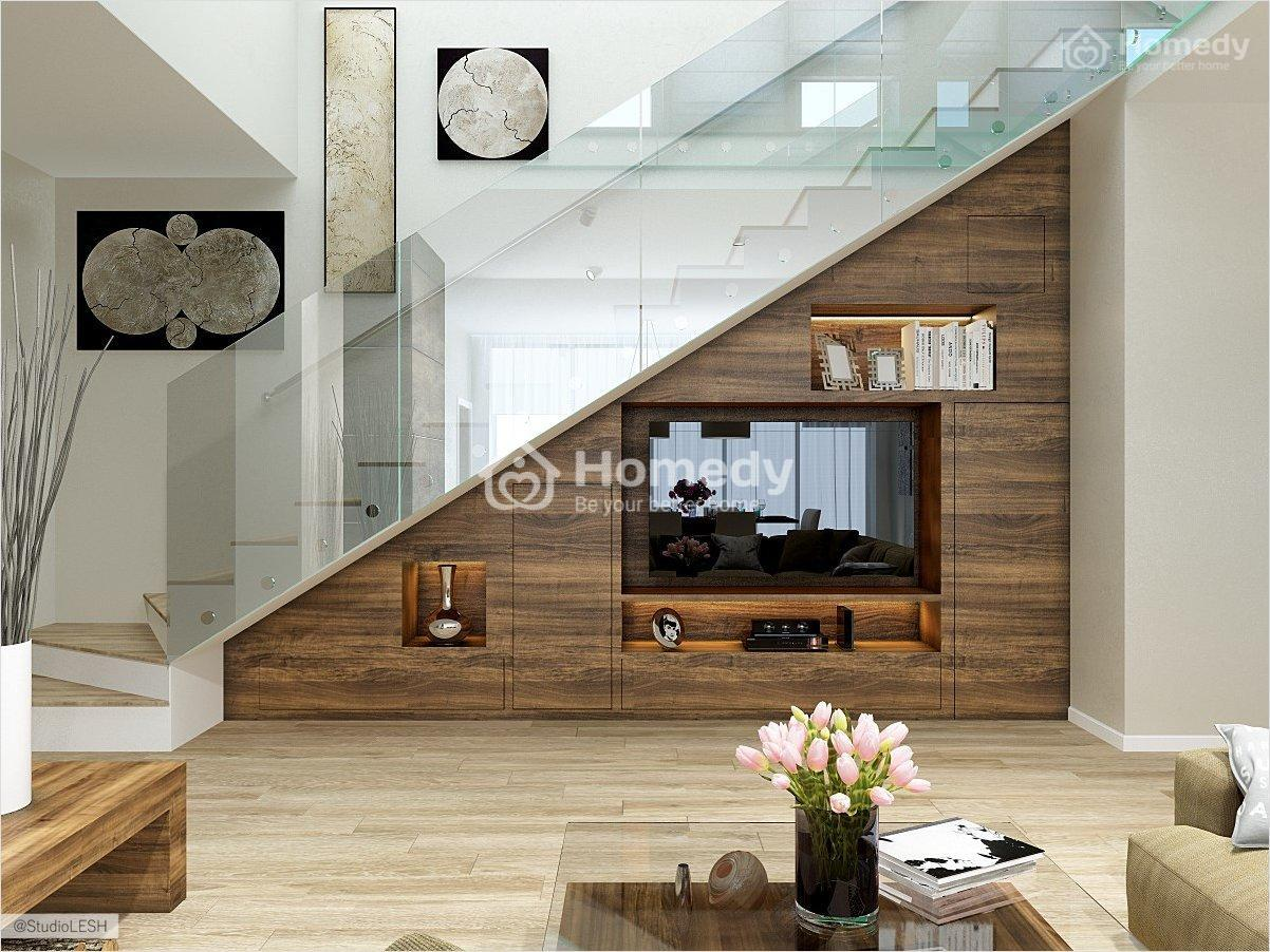 Tận dụng gầm cầu thang làm tủ phòng khách