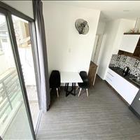 Cho thuê căn hộ 1 phòng ngủ có ban công ngay trung tâm Quận 1 - TP Hồ Chí Minh giá 10 triệu