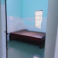 Cho thuê nhà sau chợ Phú Hoà cách chợ 70m, nhà 1 phòng ngủ, 1 phòng khách, 1 bếp, 4 triệu/tháng