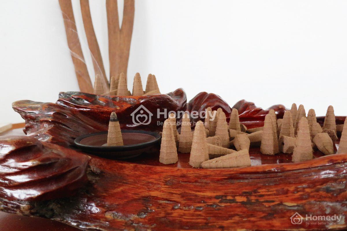 Xông nhà bằng bột trầm hương