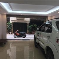 Cực sốc, bán nhà Lạc Long Quân, 56m2, ô tô vào nhà, giá 4.95 tỷ