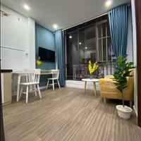 Căn hộ 2 phòng ngủ, 2wc full nội thất cao cấp, khu sân bay, mới 100%, thang máy, free giặt, sấy