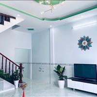 Nhà mới xây mặt tiền Đoàn Nguyễn Tuấn, cách chợ Bình Chánh 2km