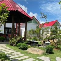 Bán nhà vườn 500m2 ngay mặt tiền Nguyễn Huệ cách QL55 500m, hồ bơi, hồ cá koi, nhà chòi, sổ riêng