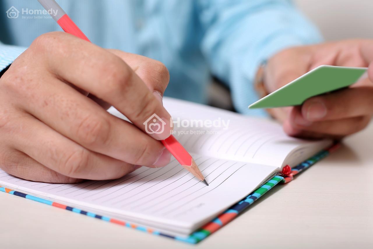 Quản lý khách hàng bằng sổ tay tốn thời gian và rất dễ gây nhầm lẫn