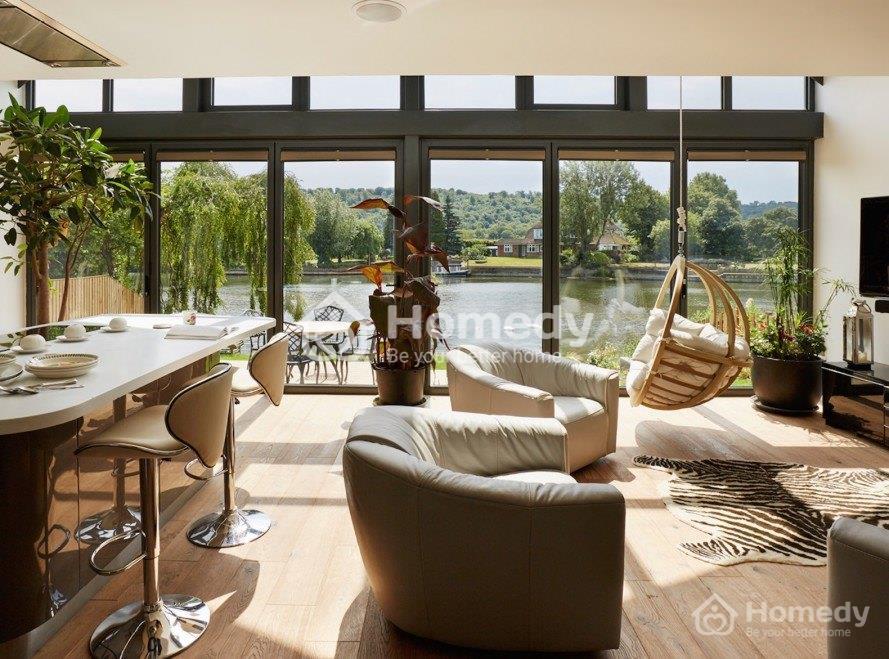 Ngôi nhà nằm bên bờ sông Thames