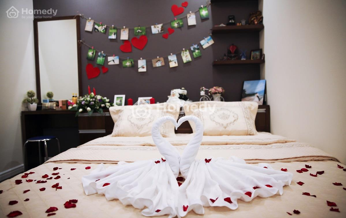 Giường ngủ lãng mạn như thế này thì người vợ nào lại không thích