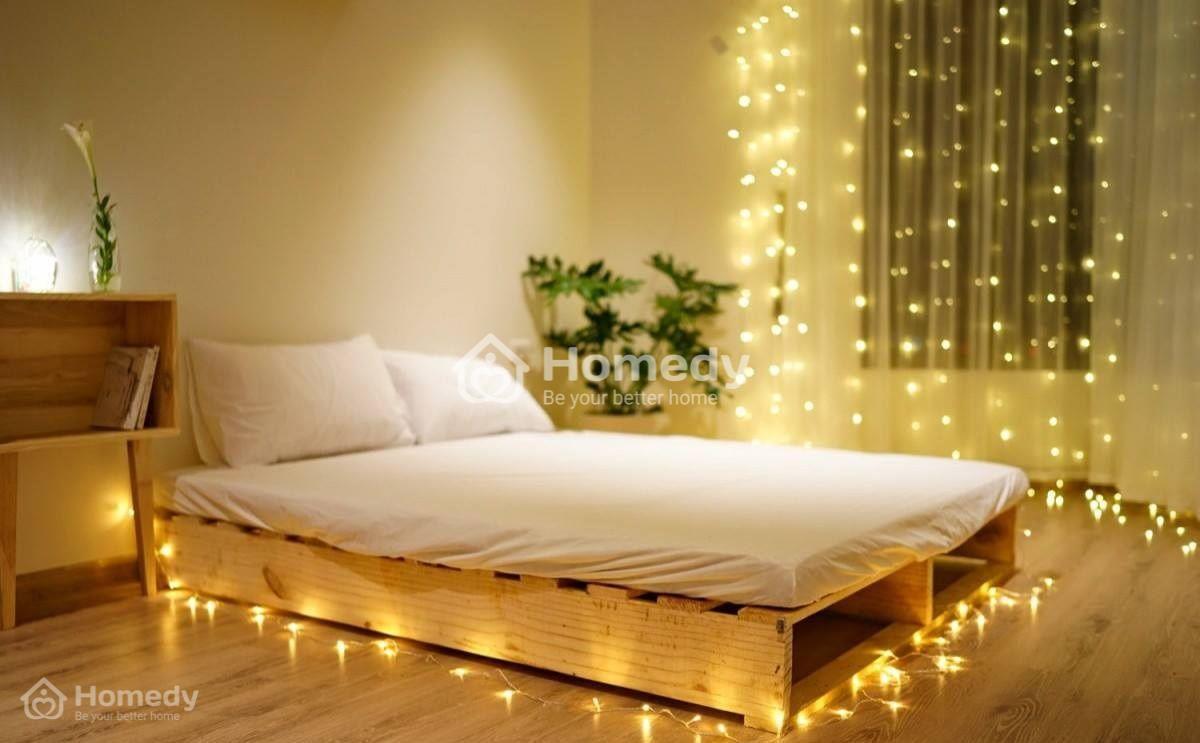 Trang trí phòng ngủ với những tấm ván pallet thanh mảnh