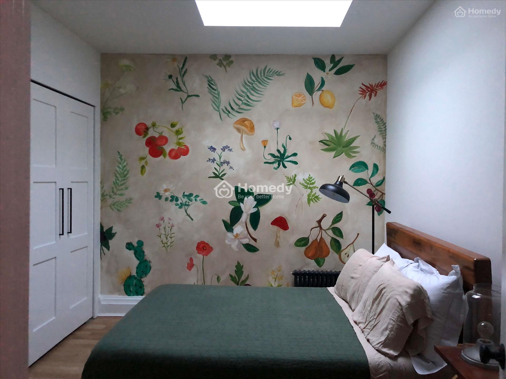 Trang trí phòng ngủ không có cửa sổ với giấy dán tường tươi tắn