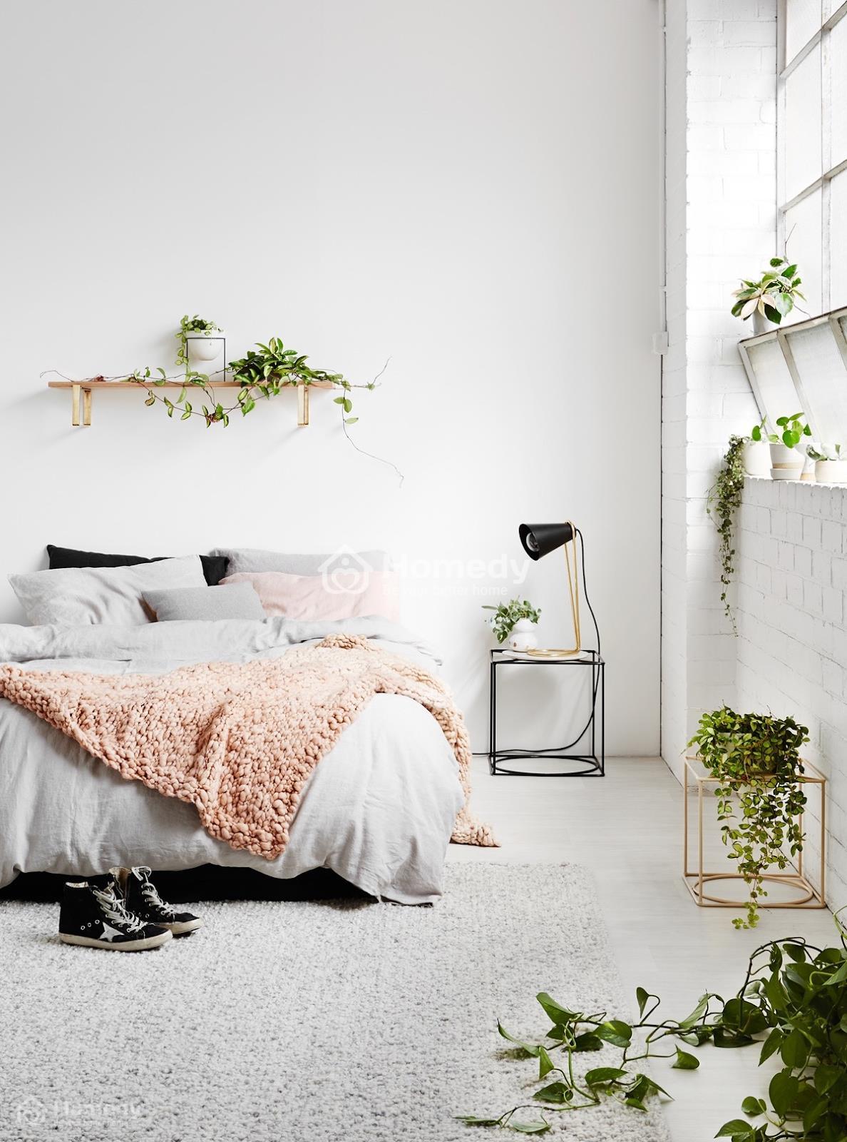 Trang trí phòng ngủ không có cửa sổ với gam màu trắng chủ đạo