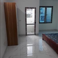 Cho thuê căn hộ mini mới xây 100%, dt 25m2 khép kín, có thang máy.