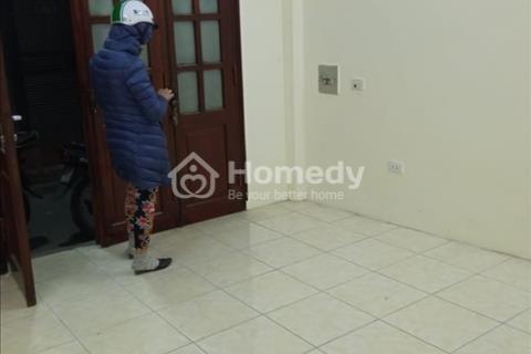 Cho thuê nhà 3 tầng 2PN mới, thoáng mát, ngõ thông, ô tô đỗ cửa, phố Kim Ngưu, Minh Khai, HBT