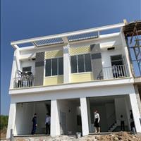 Cần bán căn nhà phố 1 trệt 1 lầu mặt tiền đường 16m, 5 x 30m sổ hồng riêng giá chỉ 950 triệu căn