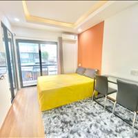 Căn hộ full nội thất tiện nghi sang trọng, cửa sổ thoáng mát, máy giặt riêng Trần Phú Quận 5
