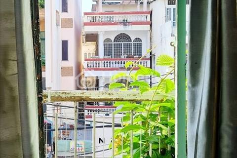 Phòng mặt tiền Huỳnh Văn Bánh Quận Phú Nhuận - 2.6tr - Ban công lớn