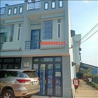 Nhà mặt tiền DT 835 1 trệt 1 lầu SHR cách chợ Bình Chánh 3km