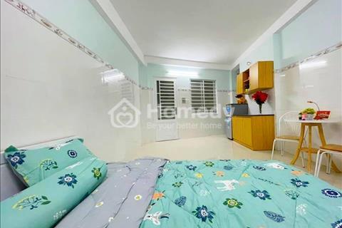 Cho thuê căn hộ mới xây có cửa sổ, ban công, đầy đủ tiện nghi Tân Hương - Tân Phú