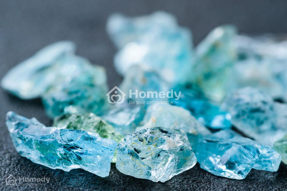 Đá Aquamarine sở hữu vẻ đẹp hồn với sắc xanh tươi mát của đại dương