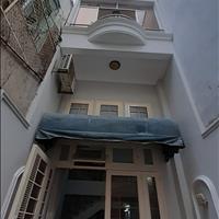 Cần bán gấp nhà Huỳnh Văn Bánh, nhà có sân rộng để xe, đang ở chưa qua kinh doanh