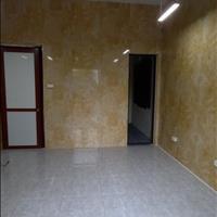 Cho thuê nhà đầu ngõ 142 Nguyễn Đình Hoàn diện tích 42m2, 3 tầng và 1 gác xép giá 8,5tr/tháng