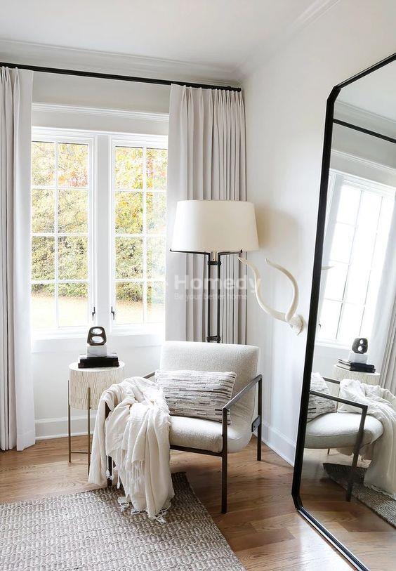 Decor phòng trọ không gác lửng với gương và cửa sổ