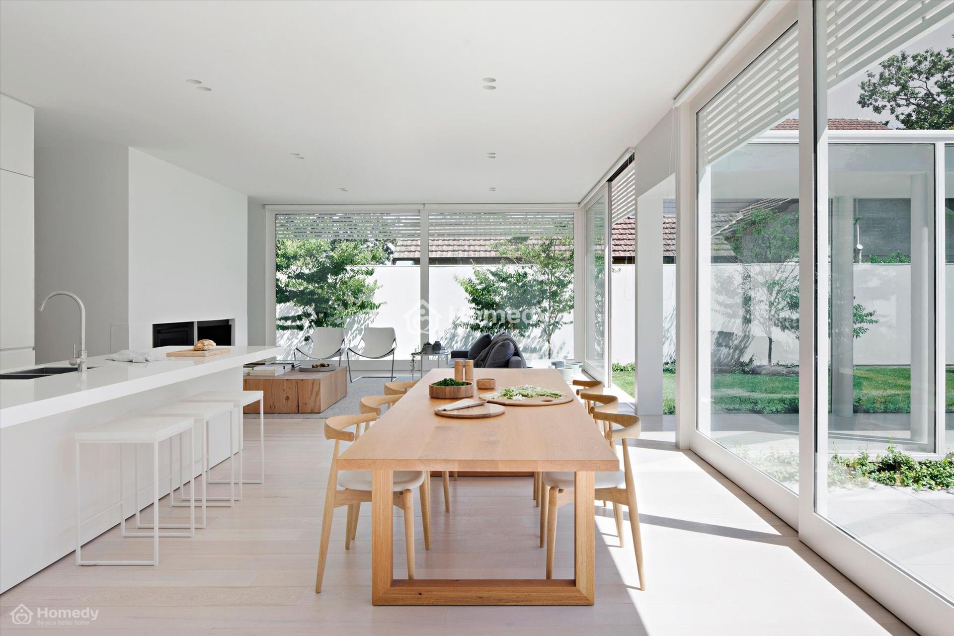 Căn nhà phong cách Nhật với màu sơn trắng sứ