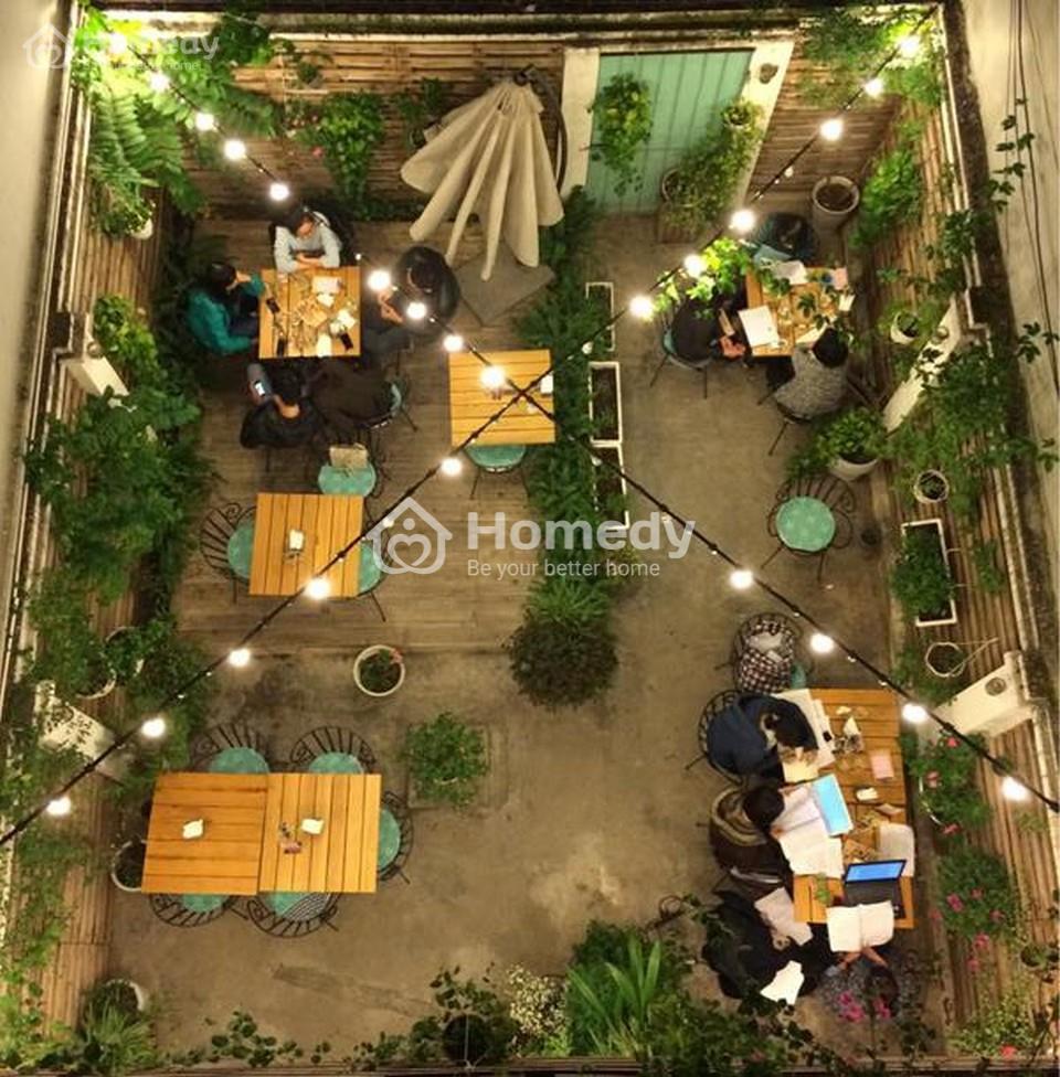 Bố trí hệ thống đèn led trong quán cafe sân vườn