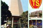 Tòa nhàTung Shing Squarenằm ở số 21Hàng Vôi thuộc địa bàn phường Lý Thái Tổ,quận Hoàn Kiếm, Hà Nội.Lân cận tòa nhà là trung tâm thương mại, tài chính, trụ sở của nhiều cơ quan lớn như: Ngân hàng Nhà nước Việt Nam, Ngân hàng Ngoại thương, Công ty Chứng khoán Sài gòn (SSI), Nhà hát lớn thành phố, khu phố cổ Hà nội, hồ Hoàn Kiếm vànhiều tòa văn phòng lớn như: International Centre, Vinaplast… thuận tiện cho khách hàng trao đổi và ký kết hợp đồng với các công ty đối tác nằm trong vùng lân cận.
