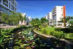 Khu căn hộ Garden Plaza không chỉ có lối thiết kế độc đáo, hiện đại mà còn là một không gian mở cho môi trường sống năng động, thoải mái, hòa nhập với thiên nhiên.