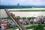 Dự án được xây dựng nằm cạnh cây cầu Long Biên lịch sử bên dòng sông Hồng thơ mộng uốn quanh thành phố Hà Nội.