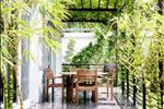 Khu vườn yên tĩnh với góc Coffee riêng tư và yên tĩnh là không gian nghỉ chân và thư giãn tuyệt vời dành cho cư dân Hà Đô Villas.