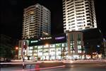 Toàn cảnh tòa nhà TD Plaza hải Phòng dưới ánh sáng lung linh của hệ thống đèn và trung tâm thương mại, toát lên vẻ hiện đại cho cả hai tòa nhá.