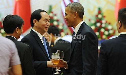 ong-obama-duoc-thet-dai-mon-gi-o-viet-nam