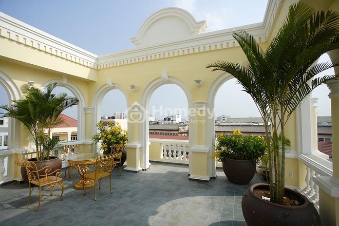 Ngôi nhà có dáng dấp Pháp cổ giữa phố Sài Gòn hiện đại
