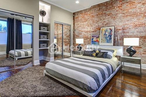 phòng ngủ với tường gạch mộc