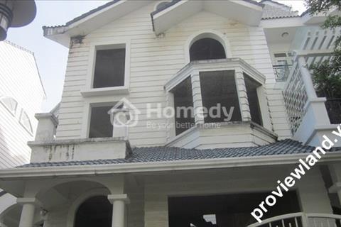 Cho thuê biệt thự (DT: 11x24m), 2 lầu có sân vườn Saigon Pearl