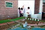 Khu đô thị sinh thái Nam Đầm Vạc gồm các hạng mục: Khách sạn 5 sao, bến du thuyền, công viên cây xanh, đường dạo ven hồ, trường học, nhà chung cư, phố thương mại... được thiết kế và xây dựng đạt đẳng cấp quốc tế.