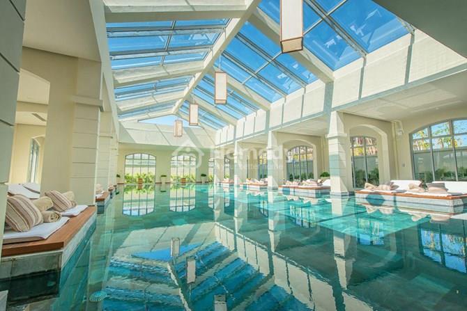 Bể bơi  trong nhà đạt chuẩn tại nhiều khu của dự án