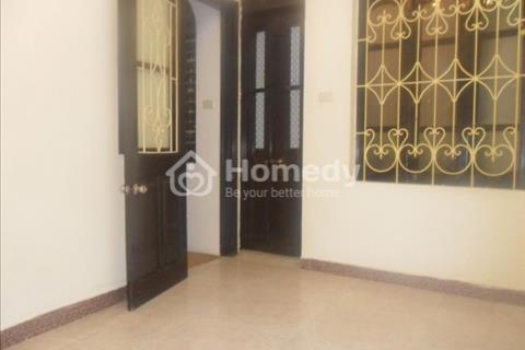 Cho thuê nhà phố Trấn Vũ - Ba Đình, gần hồ Trúc Bạch diện tích 17 m2 x 4 tầng. Giá 6 triệu/ tháng