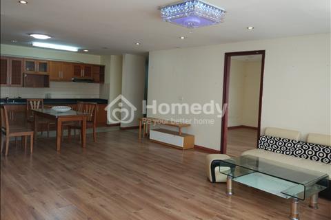Bán căn hộ chung cư số 6 Đội Nhân. Diện tích 109 m2, căn góc, view hồ Tây. Giá 30 triệu/ m2.