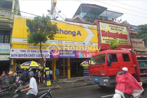 Nhà MT cho thuê gần bệnh viện Nhi, quận 10 trên đường 3 tháng 2( DT: 4x26m, giá liên hệ)