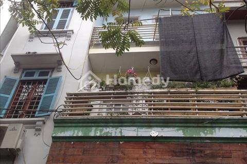 Bán gấp nhà đẹp Nguyễn Quốc Hoàn, Cầu Giấy, 40 m2, phân lô, ô tô vào nhà.