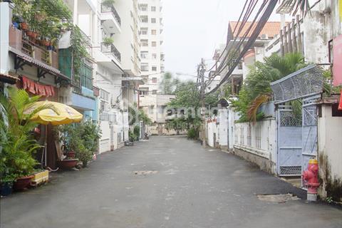 Bán nhà hẻm xe hơi Phan Văn Trị, 2 lầu, giá 5,5 tỷ, nở hậu 5 m, 2 mặt thoáng