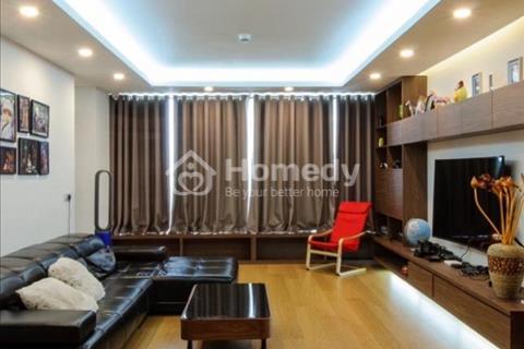 Chính chủ cho thuê căn hộ tại 15-17 Ngọc Khánh, đủ đồ đẹp, view hồ 160 m2, 3 phòng ngủ.
