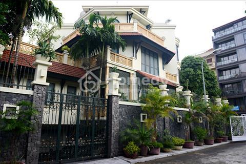 Bán biệt thự cũ hẻm xe hơi đường Nguyễn Huy Tưởng, phường 6, Bình Thạnh