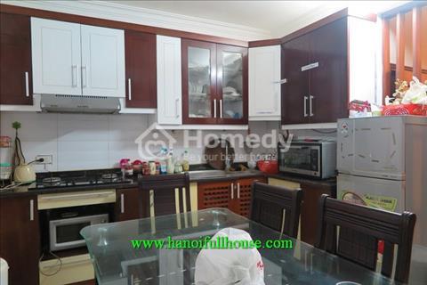 Nhà riêng đẹp, đầy đủ nội thất cho thuê trên phố Đội Cấn