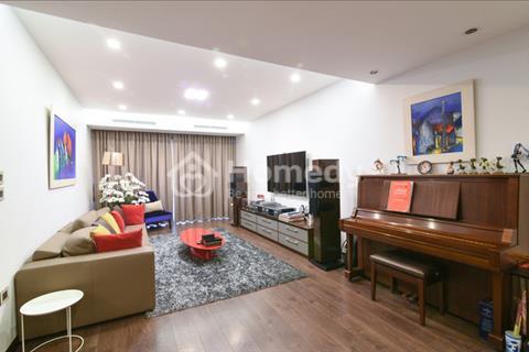 Bán căn hộ chung cư tòa nhà 101 Láng Hạ, diện tích 146 m2, có 3 phòng ngủ