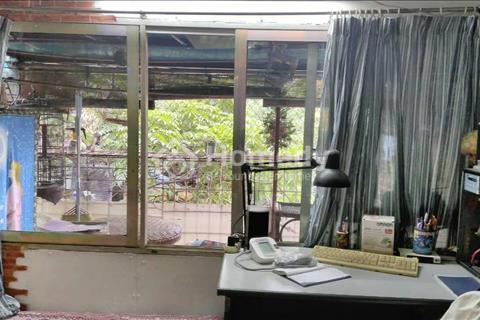 Cho thuê căn hộ tập thể tầng 3 mặt đường Kim Mã